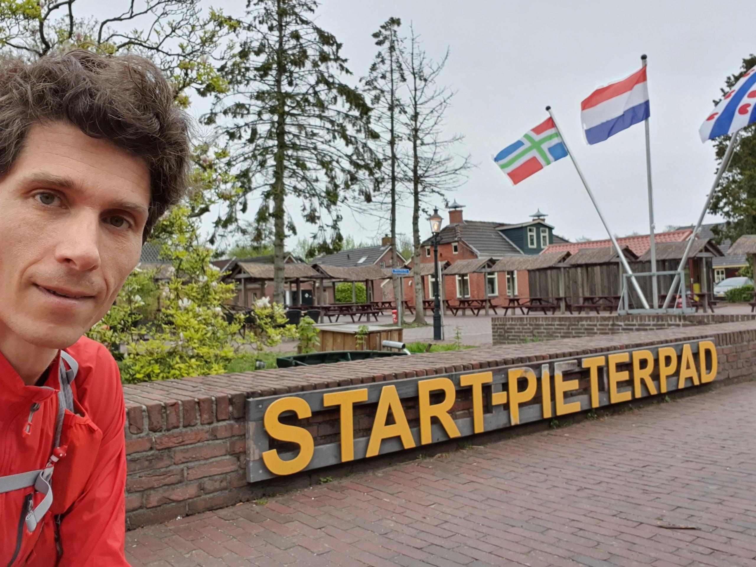 Start Pieterpad in Pieterburen, dinsdagochtend 11 mei 2021