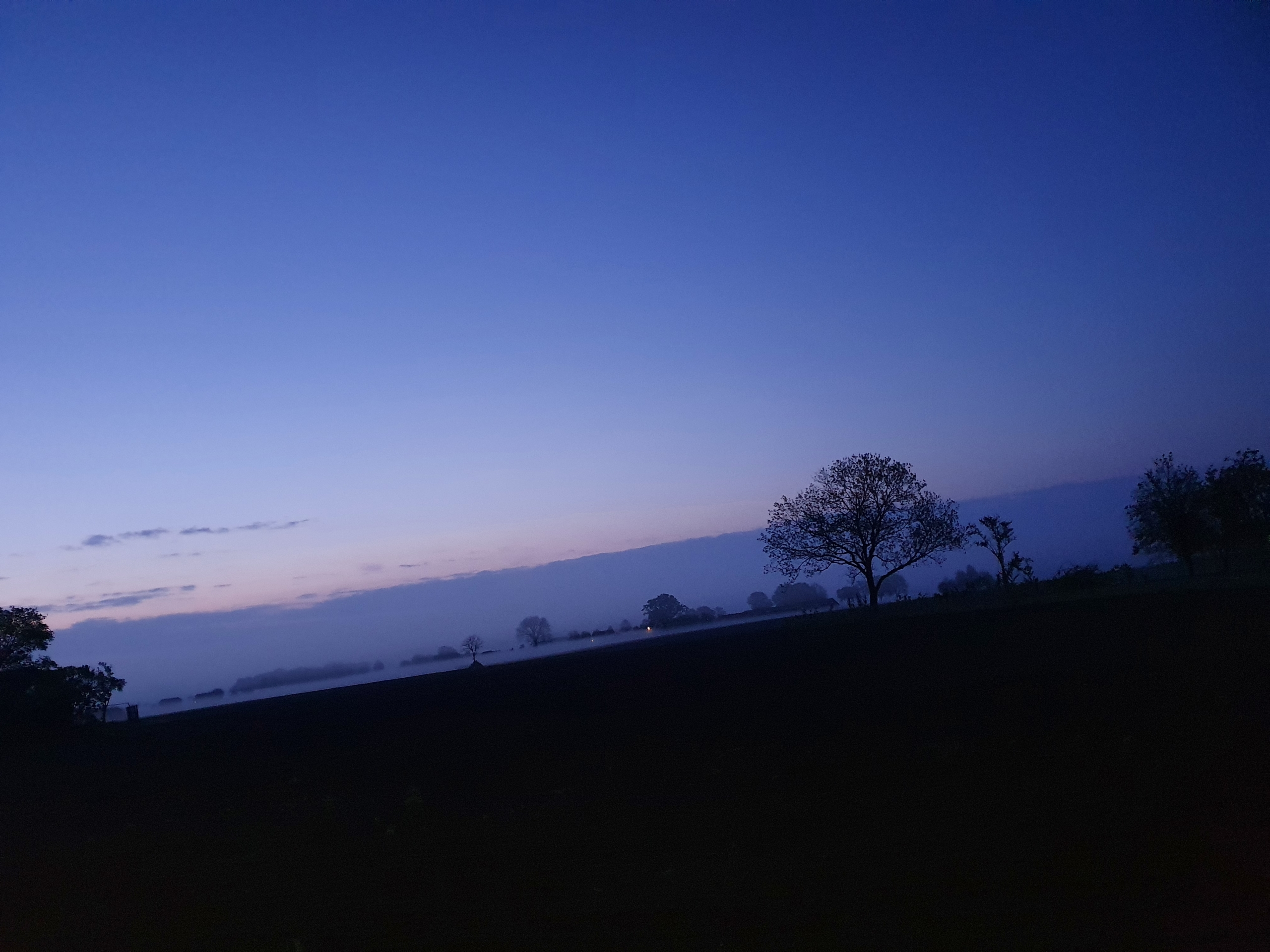 Het eerste ochtend licht vlak voor Braamt op donderdagochtend 13 mei 2021
